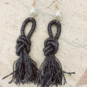 dark-grey-ebony-alpaca-wool-earrings-handmade