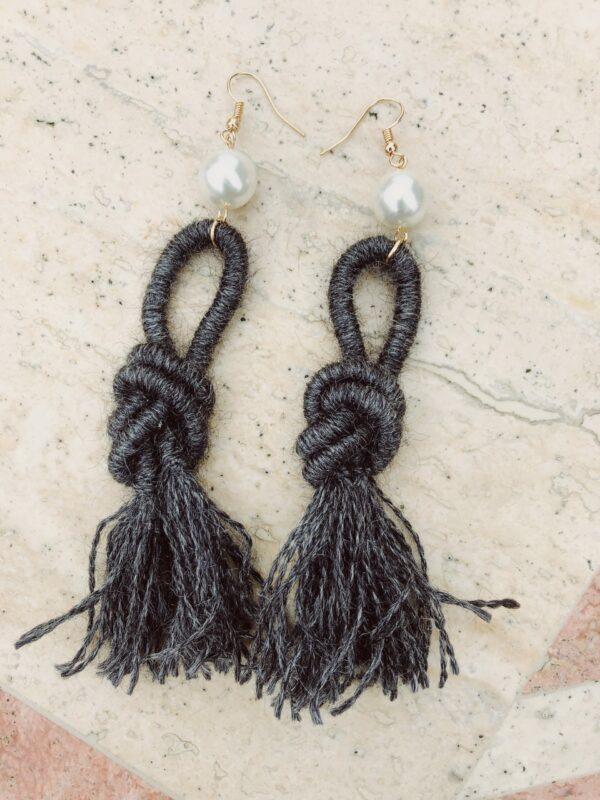 dark-grey-ebony-alpaca-wool-earrings-handmade